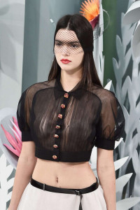 Kendall-Jenner--Chanels-2015-Fashion-Show--12-662x994