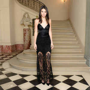 Kendall-Jenner-and-Gigi-Hadid--2015-Vogue-Fashion-Fund-Americans-in-Paris-Cocktail-02