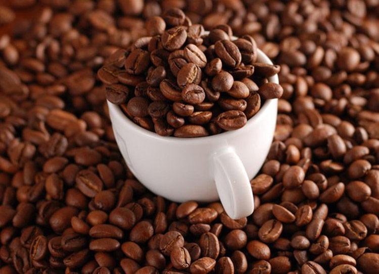 антицеллюлитный скраб из кофе сахара и масла кокоса,