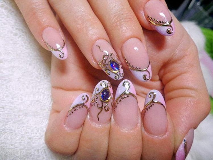 Нарощенные ногти с камнями