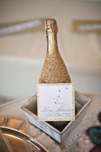 ukrashennaya butilka shampanskogo k novomu godu svoimi rukami