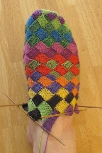 Красивые вязаные носки и тапочки спицами с описанием и схемами