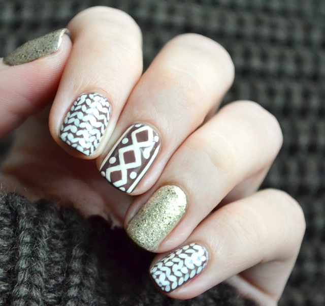 Christmas-sweater-nail-art