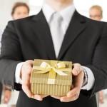 Что подарить начальнику от коллектива на день рождения: 10 ярких идей