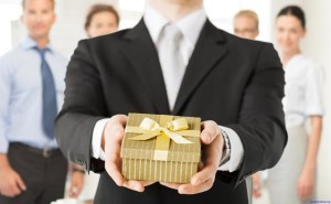 что подарить на день рождения начальнику