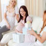 Оригинальные и недорогие идеи подарков для беременной подруги на день рождения