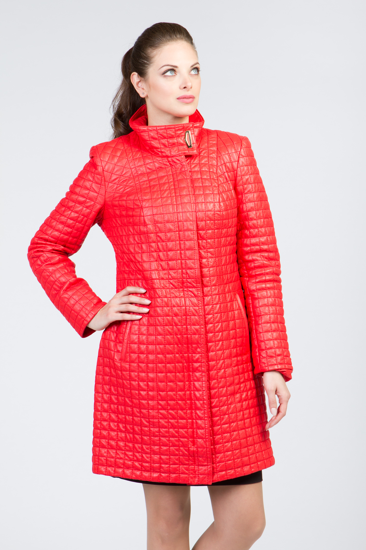 Кожаное пальто красное