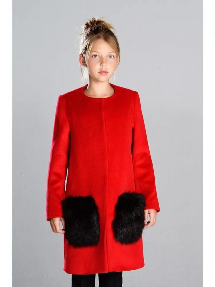 Пальто с мехом с накладными карманами