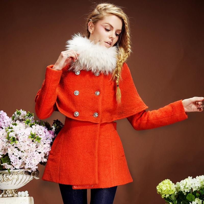 Пальто с мехом с пелеринкой