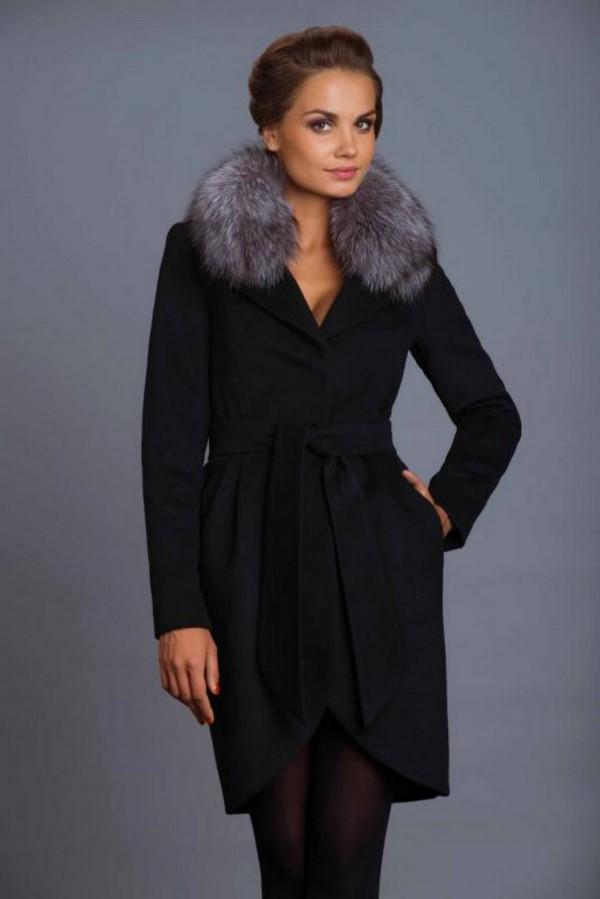 Пальто с мехом с коротким воротником