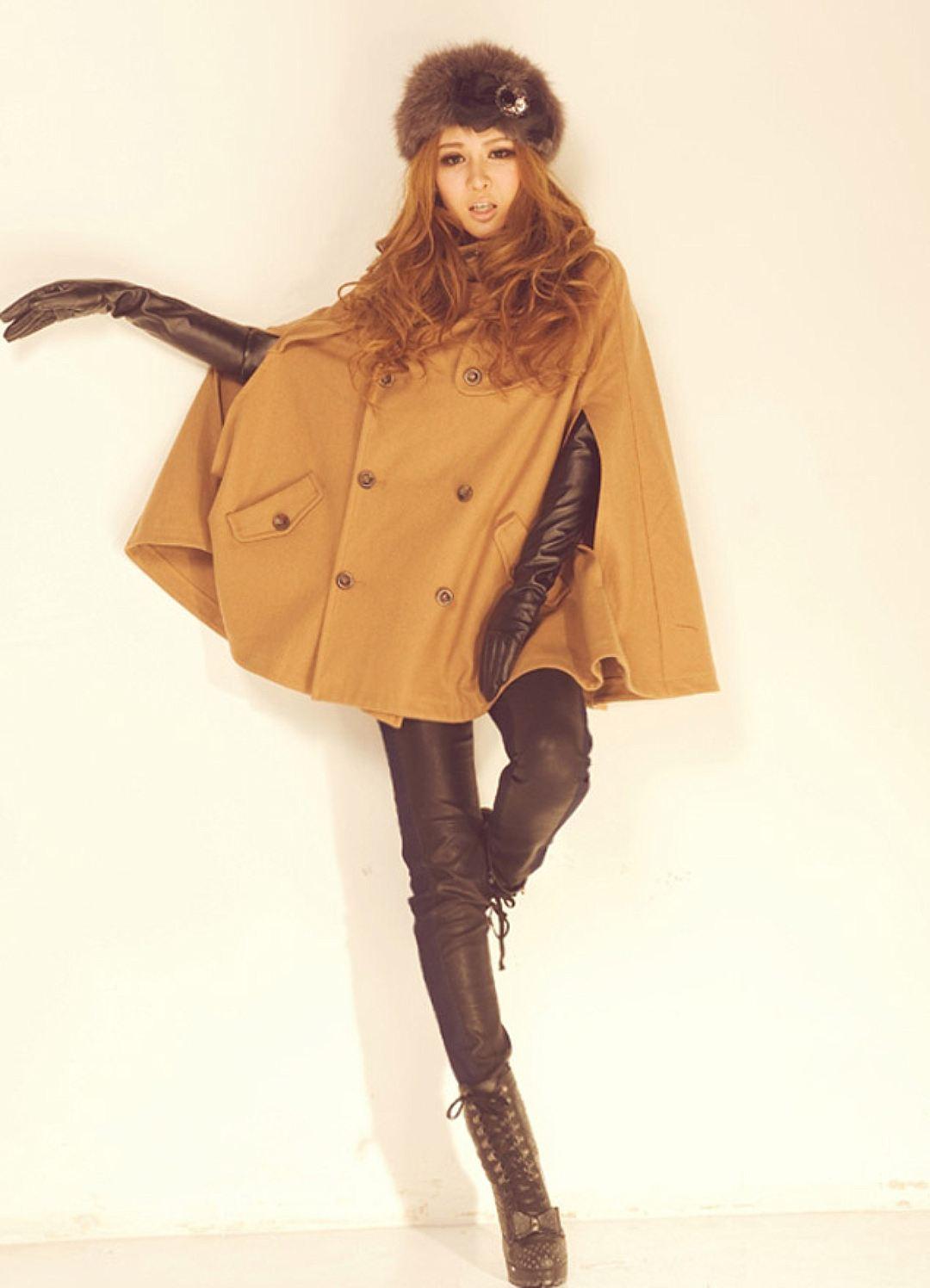 Женское пальто Кейп с кожаными перчатками