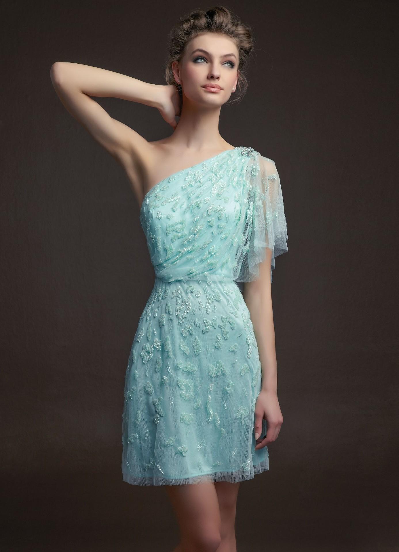 Платья для выпускного вечера в 9 и 11 класс новинки 2018 года - 99 фото модных образов