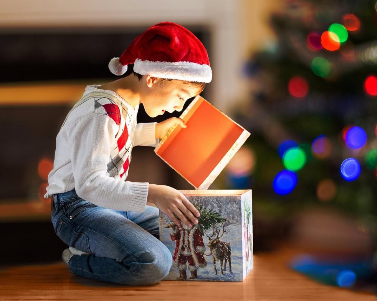 Что подарить ребенку на Новый год 2019?- Лучшие идеи подарков по возрастам для мальчиков и девочек
