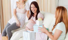 Миниатюра к статье Оригинальные и недорогие идеи подарков для беременной подруги на день рождения