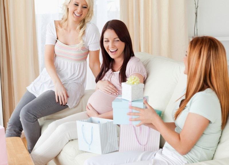 Что подарить беременной девушке на день рождения: 20 проверенных идей
